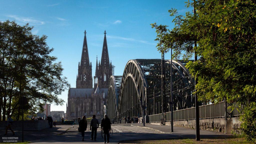 Blick auf den Kölner Dom und Hohenzollernbrücke